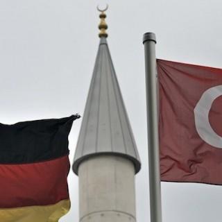 Die türkische Community ist herausragend organisiert, jede Konfession hat eine eigene Organisation. Von einer Zusammenarbeit kann gar keine Rede sein.