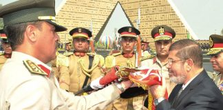 Mursi, die Geisel der Generäle