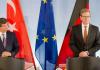 Davutoglu und Westerwelle bei einem Treffen in Berlin. Themen waren der Giftgaseinsatz in Syrien und der NSU-Bericht.