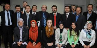 """Die """"Islamische Religionsgemeinschaft DITIB NRW"""" setzt sich auch aus Vertretern der NRW-DITIB-Landesverbände der Jugend-, Frauen- und Elternvertretungen zusammen und umfasst insgesamt 13 Mitglieder im Vorstand."""