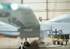 Eine Drohne vom Typ Heron steht am 02.10.2013 im Feldlager der Bundeswehr in Masar-i-Scharif in Afghanistan nach ihrer Rückkehr von einem Aufklärungsflug im Hangar.