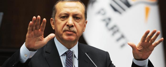 Premierminister Erdogan spricht auf einem Parteikongress der AKP.
