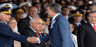 Generalstabschef Necdet Özel, Staatspräsident Gül und Ministerpräsident Erdoğan.