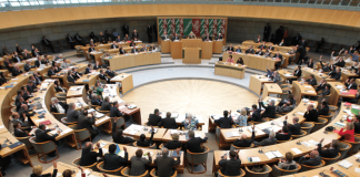 Blick in den Plenarsaal während einer Abstimmung im Landtag NRW.