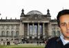 Mahmut Özdemir vor dem Reichstag in Berlin.