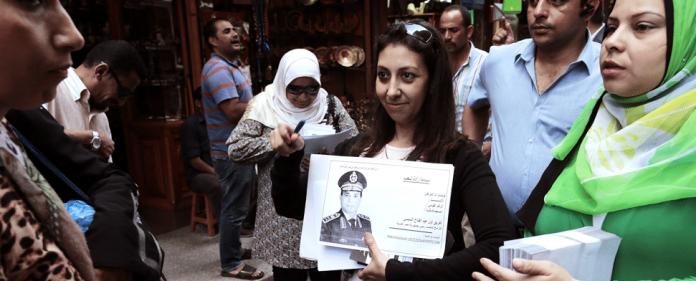 Ägyptens Verteidigungsminister Abdel Fattah al-Sisi (auf dem Poster) während einer Kampage im Kairos Chan-al-Chalili-Basar.