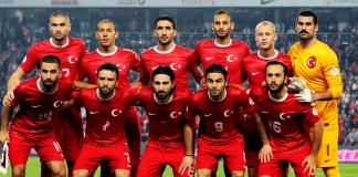 Die türkische Nationalmannschaft vor dem Spiel gegen Holland 2014.