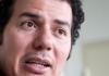 Der deutsch-ägyptische Schriftsteller und Politologe Hamed Abdel-Samad spricht am 01.07.2013 in München (Bayern) während eines Interviewtermins. Der in Kairo verschwundene deutsch-ägyptische Autor Hamed Abdel-Samad ist wieder aufgetaucht. Das meldete das ägyptische Nachrichtenportal «youm7» am Dienstagabend 26.11.2013 unter Berufung auf die Familie des Publizisten.