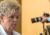Brigitte Böhnhardt, die Mutter des mutmaßlichen NSU-Terroristen Uwe Böhnhardt, kommt am 06.06.2013 in Erfurt (Thüringen) zur Vernehmung durch den Thüringer Neonazi-Untersuchungsausschuss - dpa
