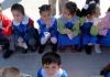 Türkische Schüler und Schülerinnen während eines Schulausflugs.