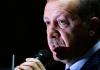 """Ministerpräsident Erdoğan rief seine Anhänger zum Boykott von Dershanes auf und spricht von einem """"Befreiungskampf"""" gegen innere und äussere Feinde."""