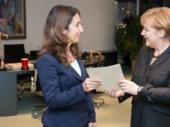 Kanzlerin Merkel: Äußerung über Staatsministerin Özoğuz ist rassistisch