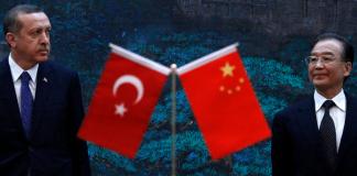 Der türkische Premierminister Recep Tayyip Erdogan wird von seinem chinesischen Amtskollegen Wen Jiabao empfangen.