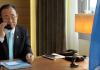 Der UN Generalsekretär Ban Ki-moon während eines Telefonats.