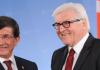 Der deutsche Außenminster Frank-Walter Steinmeier trifft seinen türkischen Amtskollegen Ahmet Davutoglu in Berlin
