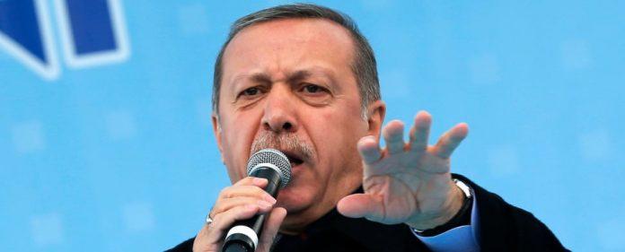 """Nach den Kommunalwahlen in der Türkei plant Erdoğan nun die Schließung der Teestuben. Der Grund: Verstoß gegen """"türkisch-islamischen Morallehre""""."""