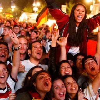 Fans feiern den Sieg der deutschen Nationalmannschaft bei der WM 2014.