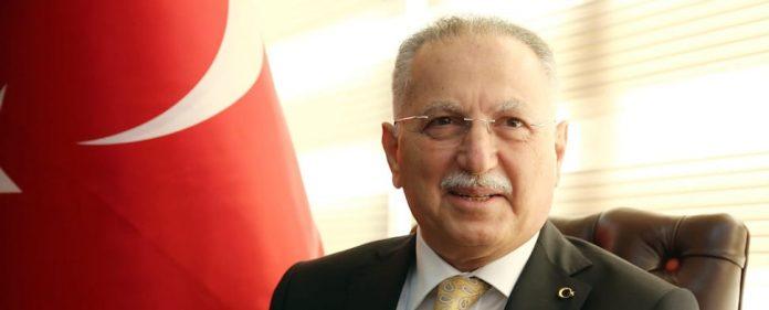 Am Donnerstagabend stellte sich der Oppositionskandidat Ekmeleddin İhsanoğlu erstmals den Fragen des CNN-Türk-Journalisten Taha Akyol.
