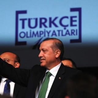 Die Hizmet-Bewegung in der Türkei galt lange als Erdoğans Verbündeter. Doch seit dem 17. Dezember 2013 bekämpft die Regierung die Bewegung mit allen Mitteln. Aus ehemaligen Freunden sind Gegner geworden. Ein Erklärungsversuch.