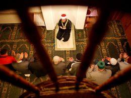 Verhaltenskodex: Laute Gebete und rituelle Fußwaschungen verboten
