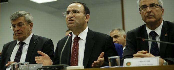 Basil Hassan soll 2013 versucht haben in Dänemark den islamkritischen Journalisten Lars Hedegaard zu ermorden. Die türkische Polizei nahm Hassan im April 2014 fest. Doch nun ist er spurlos verschwunden. Justizminister Bozdağ äußert sich zu dem Fall.