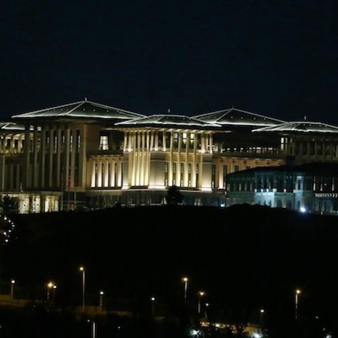 Gläser für 1.000 TL, Tee für 4.000 TL das Kilo und eine Küche für 6,5 Millionen TL. Das sind die Verhältnisse im türkischen Präsidentenpalast