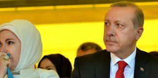 Erdoğan reiste am Mittwoch zusammen mit einer Delegation türkischer Unternehmer und seiner Frau nach Albanien. Auf einer Veranstaltung nahe Tirana flossen sogar Tränen.