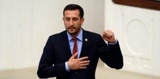 Der CHP-Abgeordnete Ali Haydar Hakverdi sorgte bei der ersten Sitzung der 25. Großen Nationalversammlung der Türkei für das Bild des Tages.
