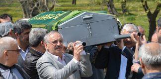 In Athen gibt es für Muslime nicht die Möglichkeit, Tote zu begraben. Dafür müssen sie stundenlange Fahrten über sich ergehen lassen.