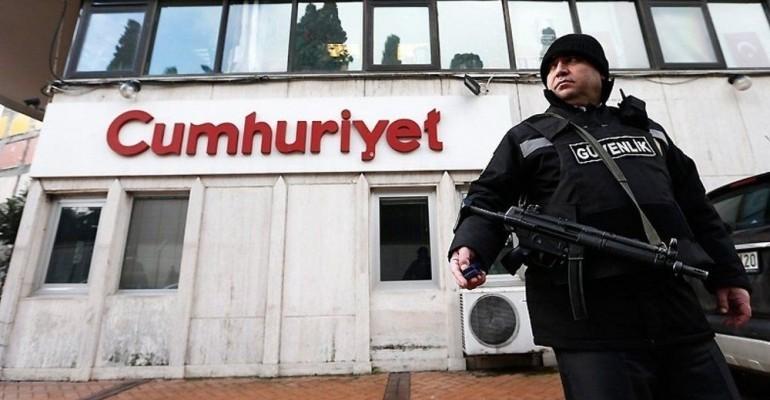 Terrorvorwurf: Prozess gegen «Cumhuriyet»-Mitarbeiter beginnt
