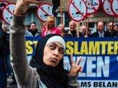 Selfies gegen den Hass: Junge Muslimin erstaunt Belgien mit ihrem Mut