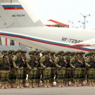 russische Soldaten auf dem Luftwaffenstützpunkt Hamaimim in Syrien)