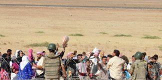 Flüchtlinge aus Syrien an der türkisch-syrischen Grenze