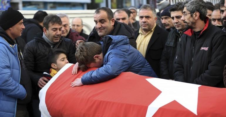 Wohl auch Deutsche unter den Toten: IS bekennt sich zu Anschlag in Istanbul
