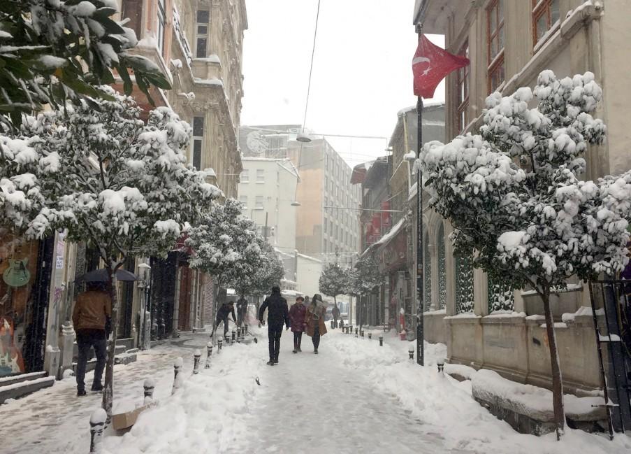 Eine malerische Straße in der Nähe der Istiklal Caddesi