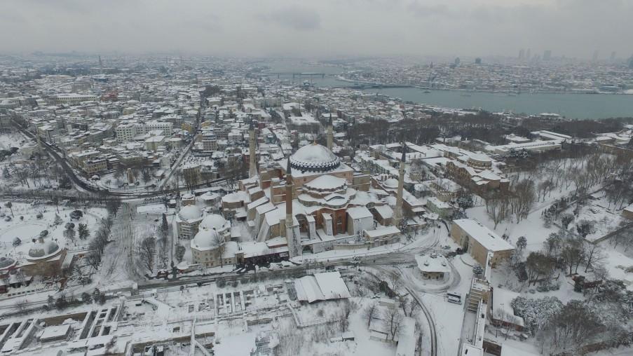die schneebedeckte Hagia Sophia