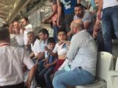 Seltsame Sicherheitsvorkehrung: Kinder-Fans müssen Trabzonspor-Trikots ausziehen