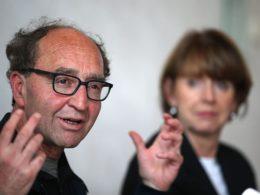 «Gefährlich, bewaffnet» – Dogan Akhanli zurück in Köln