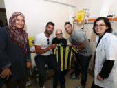 Vater in Haft: Fenerbahce Spieler besuchen Krebskranken Jungen