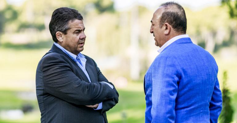 Gabriel trifft türkischen Außenminister Çavuşoğlu in Antalya