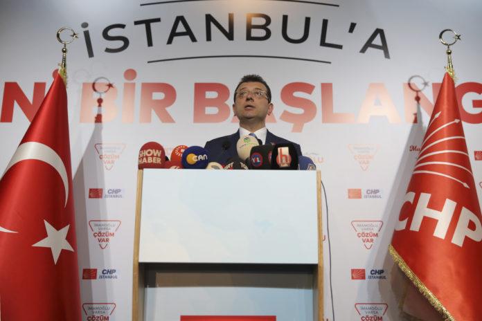 31.03.2019, Türkei, Istanbul: Ekrem Imamoğlu, Bürgermeister von Istanbul (CHP), spricht auf einer Pressekonferenz. Zuvor hatte er seinen Gegenkandidaten Binali Yildirim mit deutlichem Vorsprung bei der Bürgermeisterwahl geschlagen. Foto: Stringer/AP/dpa